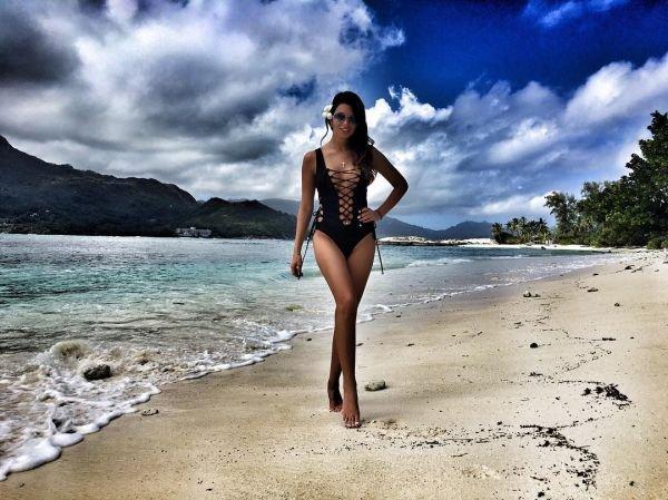 Находясь на Сейшелах, Катя Жужа опубликовала снимки в купальнике