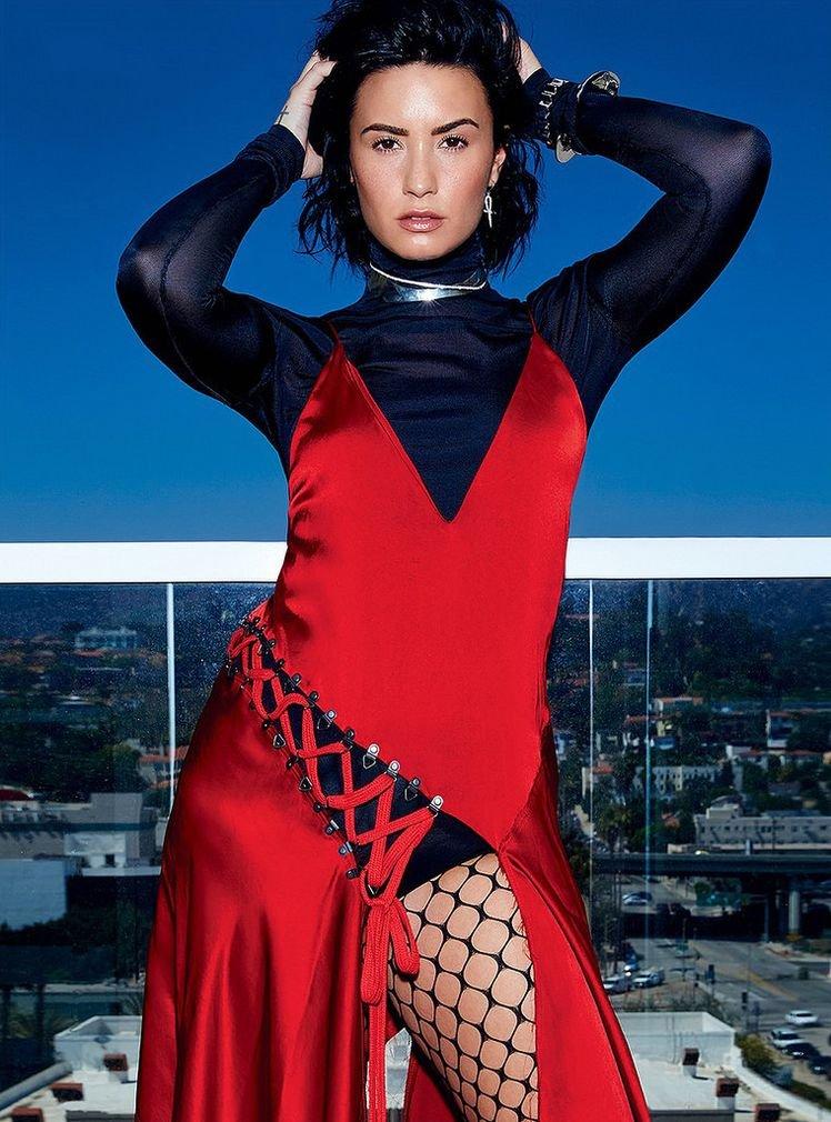 Яркая Деми Ловато украсила обложку канадского Elle