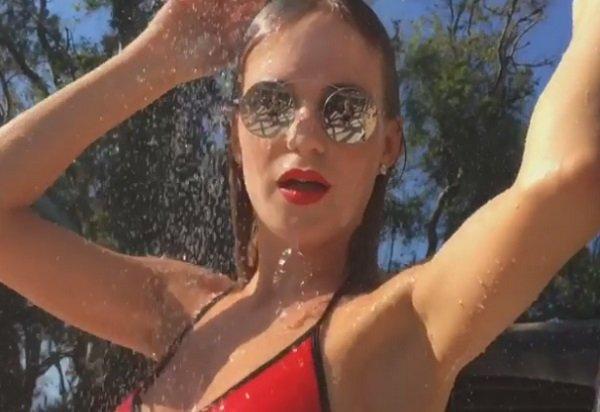 Глюкоза (Наташа Ионова) выложила пикантное видео из душа в купальнике