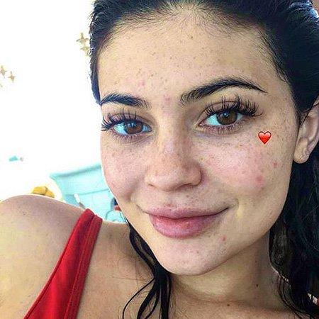 Кайли Дженнер шокировала интернет снимком без макияжа
