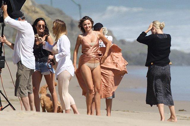 Миранда Керр попала в объективы фотографов на личном пляже