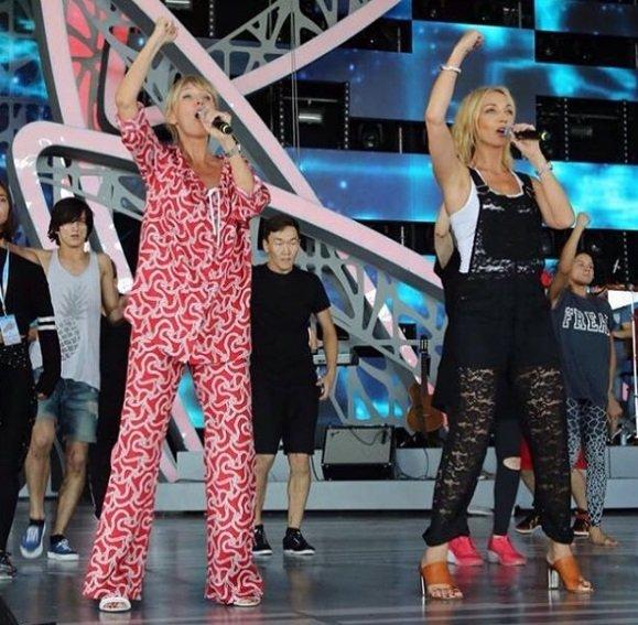 Валерия появилась на сцене в пижаме