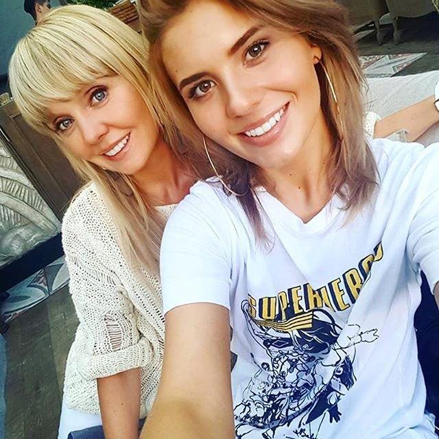 Анна Шульгина удивила подписчиков снимком декольте