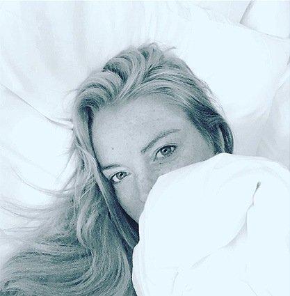 Линдси Лохан выложила в сеть селфи из постели