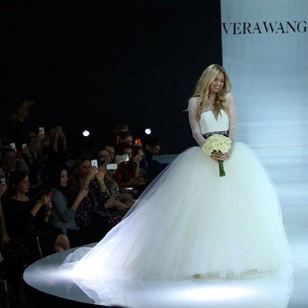 Вера Брежнева, Настасья Самбурская, Лиза Боярская и другие звёздные красотки на свадебном показе Vera Wang