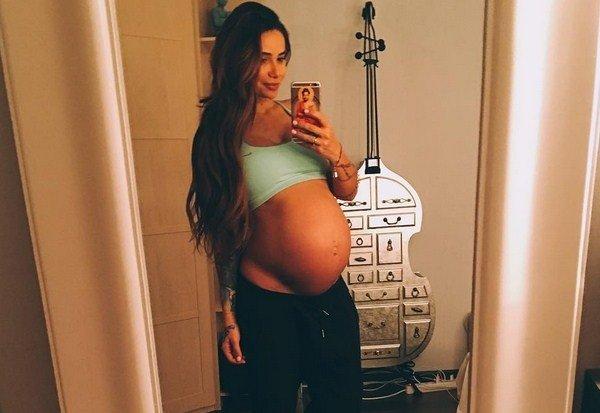 Айза Анохина поделилась подробностями вторых родов