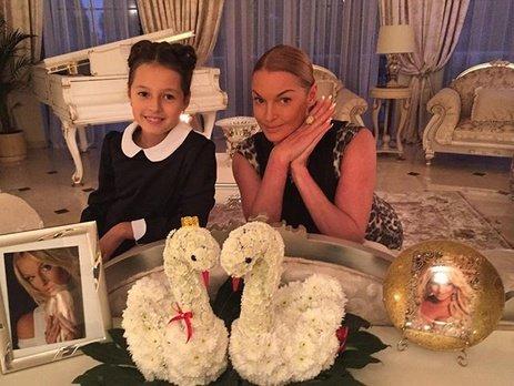Анастасия Волочкова издевается над дочерью