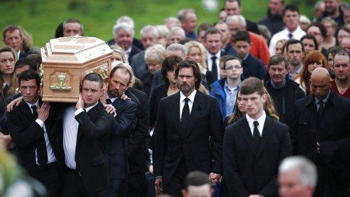 Мать бывшей девушки Джима Керри обвинила артиста всмерти собственной дочери