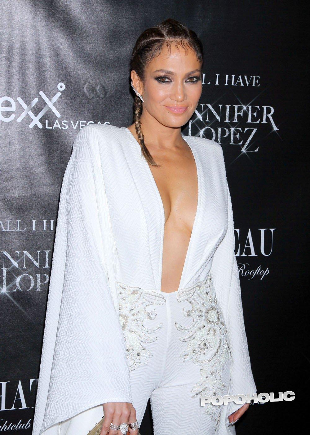 Дженнифер Лопес поразила фигурой на страницах Harper's Bazaar