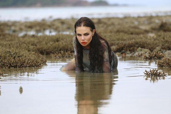 Елена Галицына приняла участие в опасной фотосессии со змеями