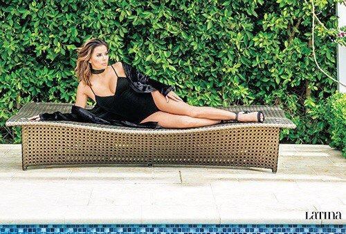 Ева Лонгория показала фантастическую фигуру в купальнике и лицо без капли макияжа