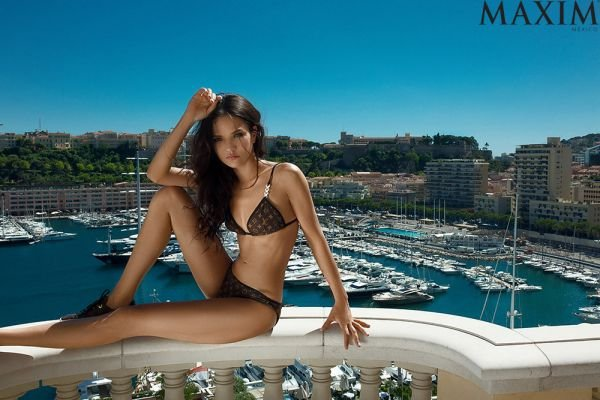Стройняшка Аделина Шарипова покорила мужской журнал Maxim