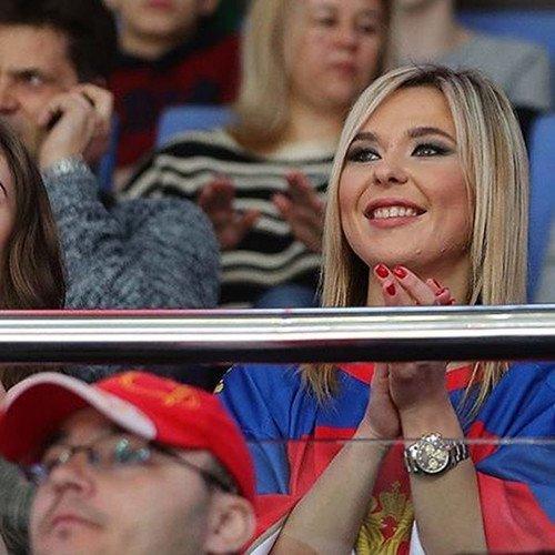 В сети впервые появилось пикантное фото со свадьбы Пелагеи и Ивана Телегина
