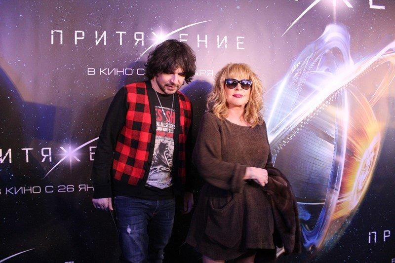 Пугачёва пришла напремьеру фильма «Притяжение» вмини-платье