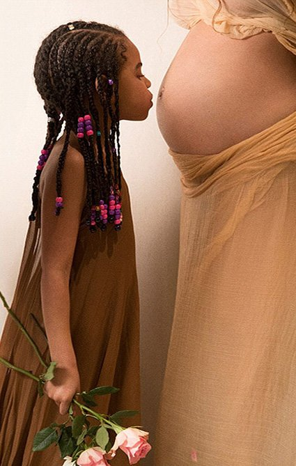 В сети появились новые снимки из обнаженной фотосессии беременной Бейонсе