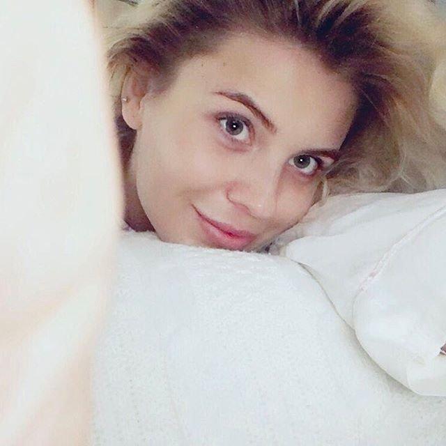 Анна Шульгина примерила обручальное кольцо