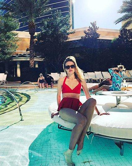 Наталья Водянова показала фигуру в ярком купальнике