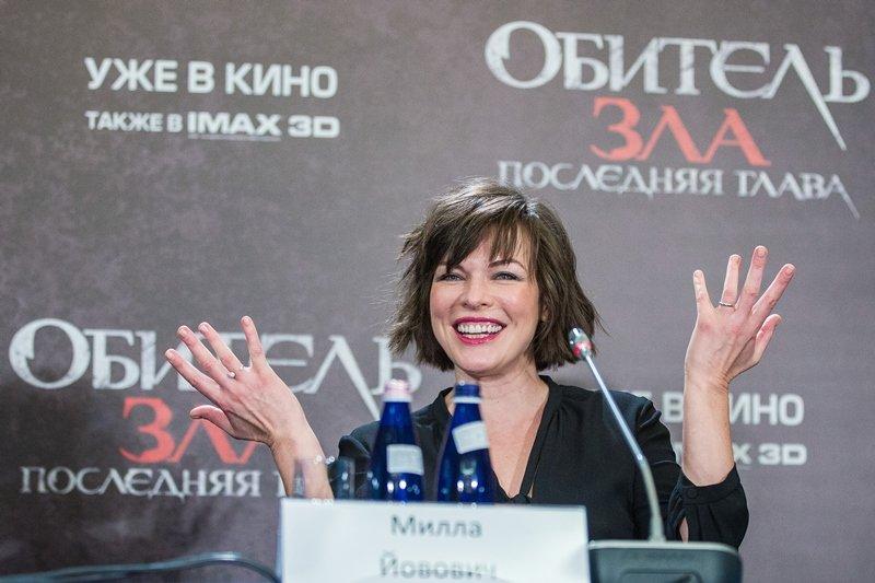 Милла Йовович покорила столицу легким платьем и милым акцентом