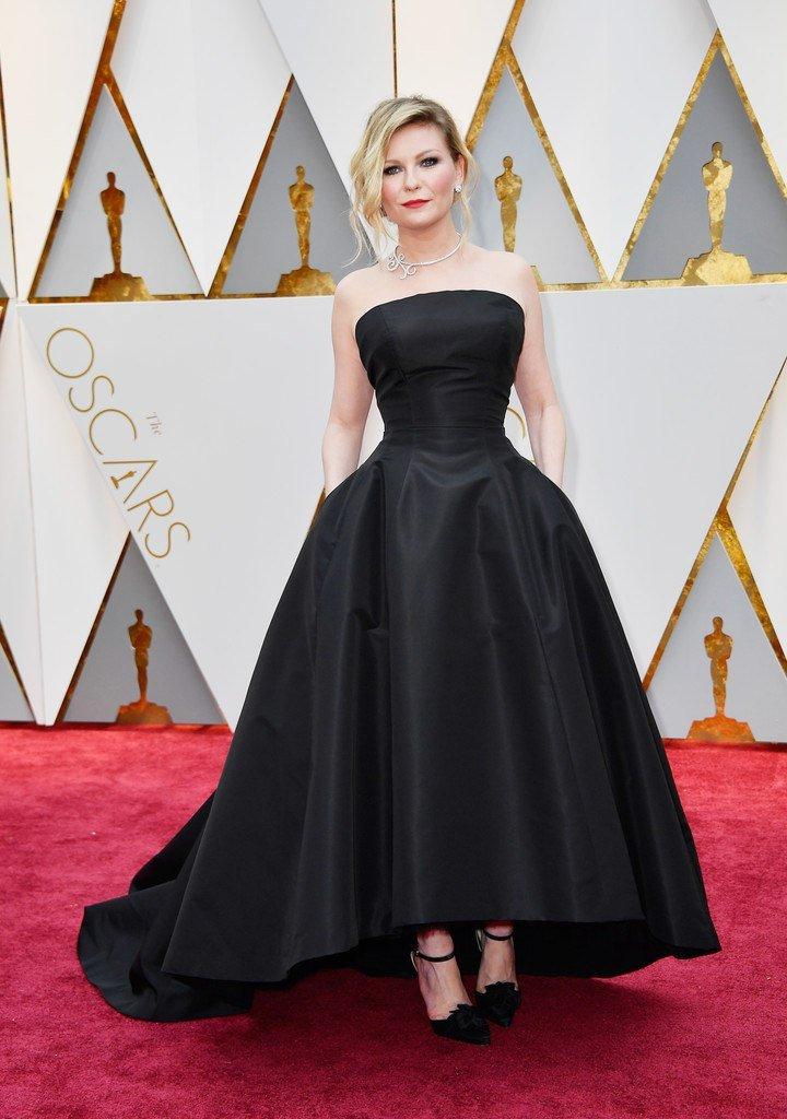 Кирстен Данст в роскошном вечернем образе на дорожке «Оскар-2017»