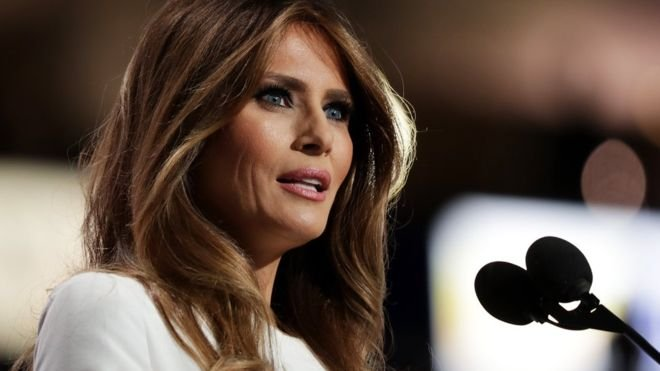 Мелания Трамп удивила публику стильным нарядом за 10 тысяч долларов