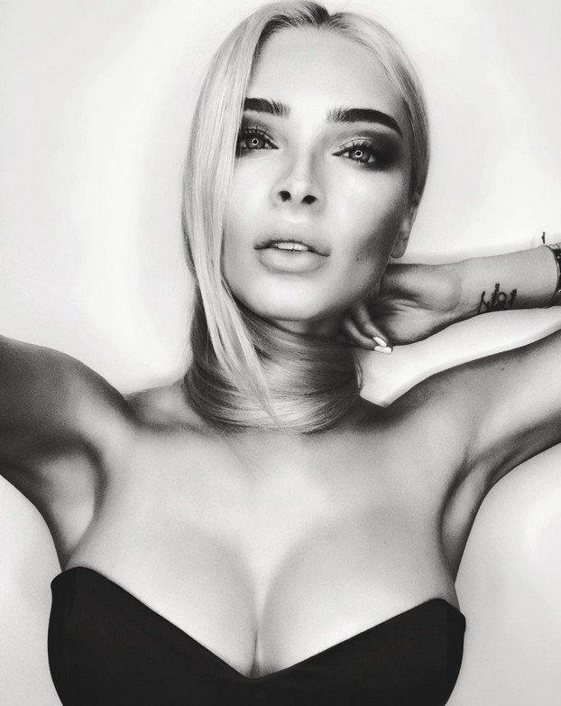 Алена Шишкова опубликовала пикантный снимок своей большой груди