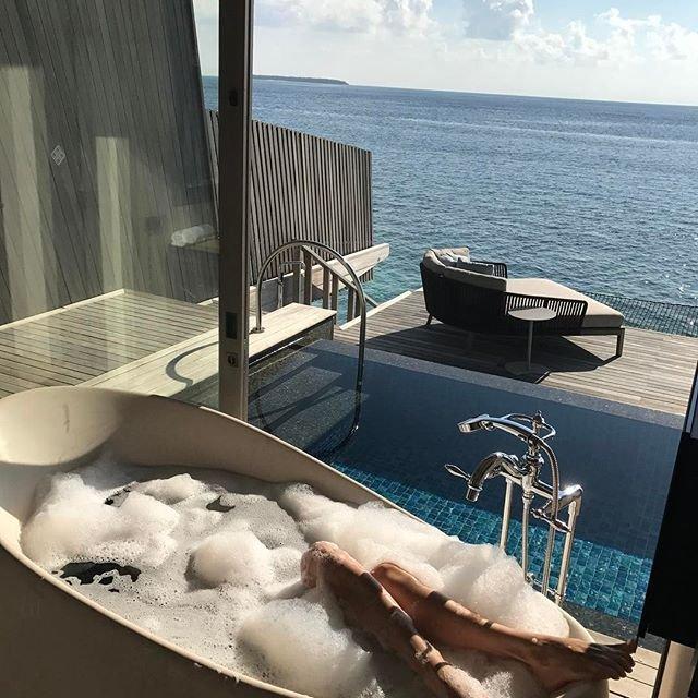 Елена Темникова выложила в сеть пляжные фото с отдыха