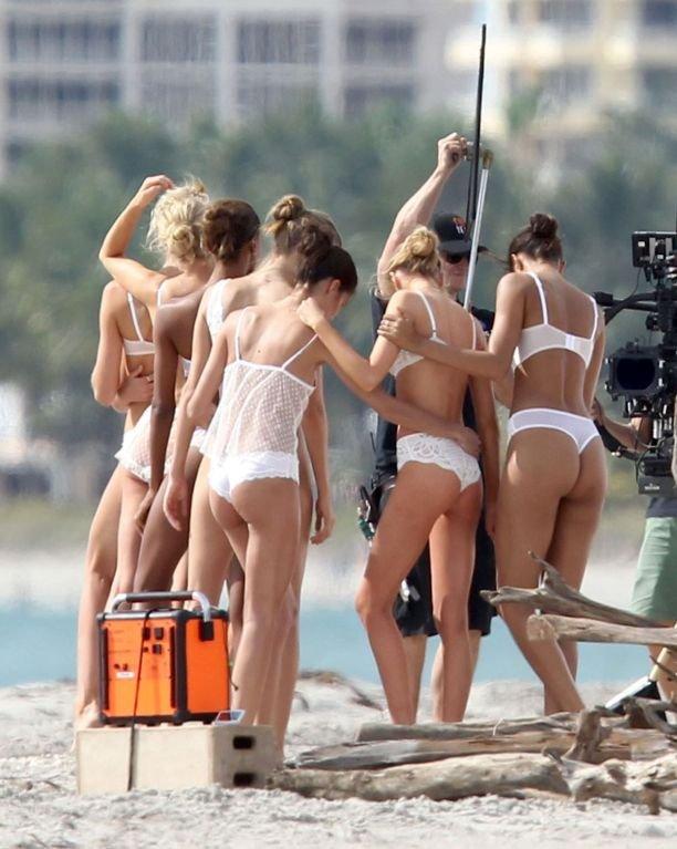 Стало известно, как на самом деле выглядят модели Victoria's Secret без фотошопа