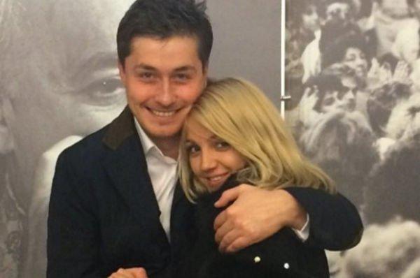 Звезда КВН Сергей Оборин для борбы с раком увез невесту в израильскую клинику