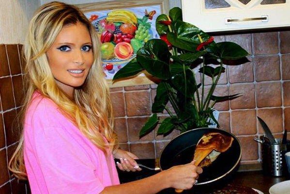 Дана Борисова выписывает бывшего мужа из квартиры