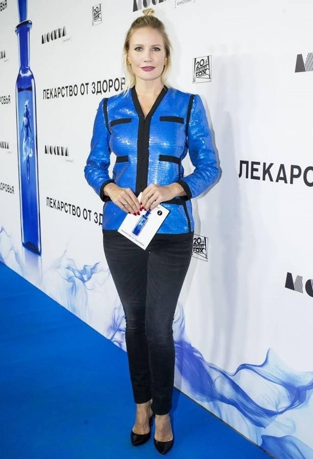 Лена Летучая выбрала неудачный наряд для похода на премьеру фильма