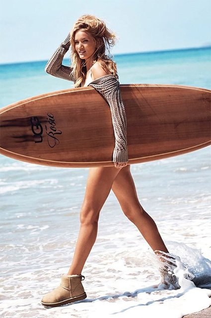 Рози Хантингтон-Уайтли снялась в пляжной фотосессии