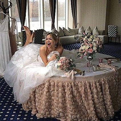 Вера Брежнева снова примерила свадебное одеяние