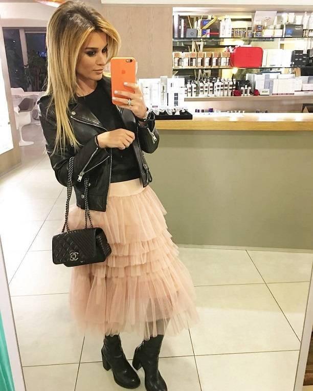 Надев юбку-пачку, Ксения Бородина отправилась строить карьеру певицы