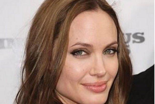 Анджелина Джоли хочет помириться с Брэдом Питтом