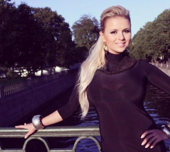 Анну Семенович раскритиковали за использование фотошопа