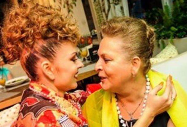 Оксана Казакова старается вылечить свою больную мать