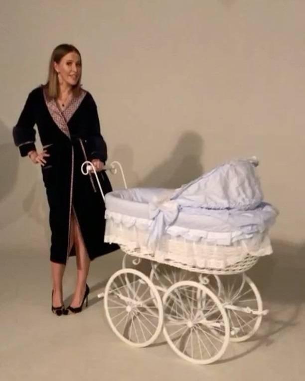 Ксения Собчак  отправила новорожденного сына в бассейн