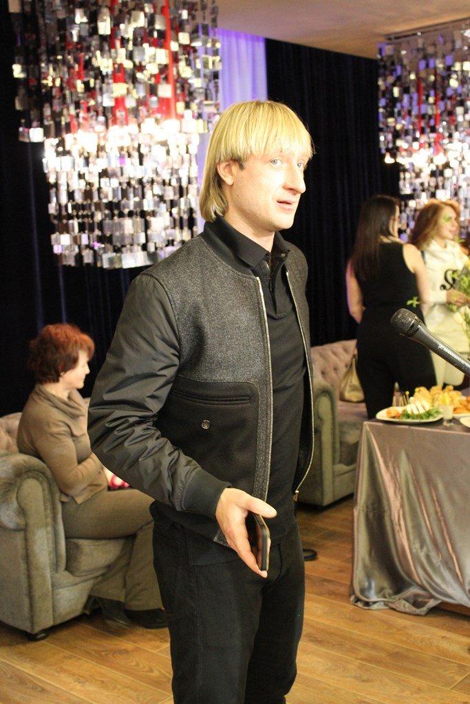 Младший сын Евгения Плющенко стал главной звездой на открытии Академии фигурного катания
