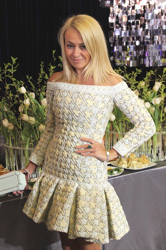 Яна Рудковская в мини-платье на открытии Академии фигурного катания Евгения Плющенко