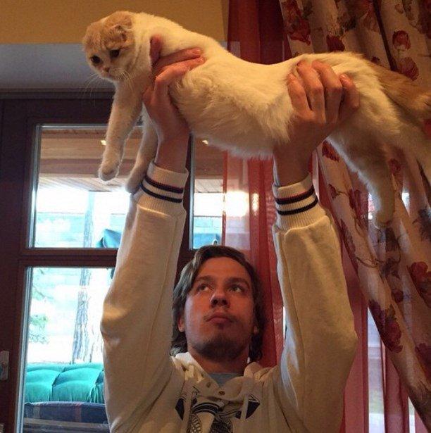 Лера Кудрявцева показала очень неприличный снимок своего кота