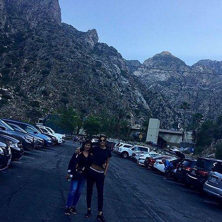 Ирина Шейк выложила фото с прогулки в компании мамы