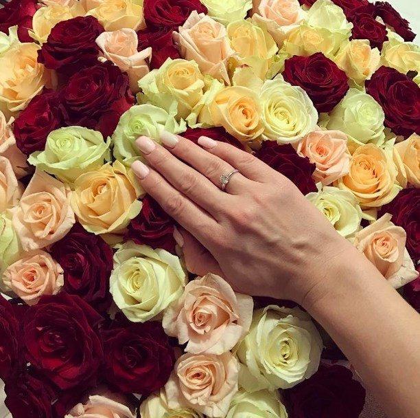 дизайн выставочного фото букета цветов с кольцом парад