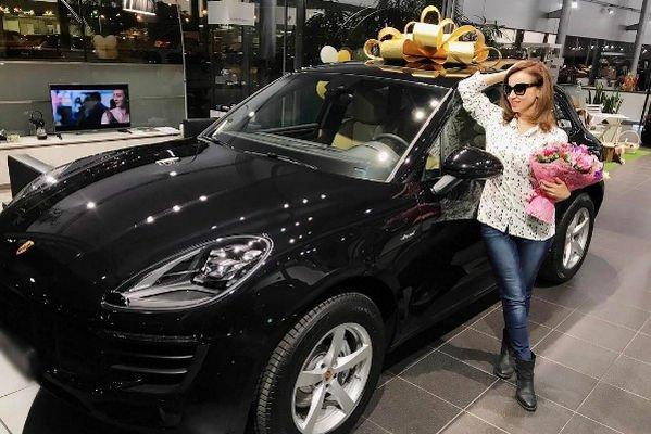 Анфиса Чехова стала обладательницей роскошной машины