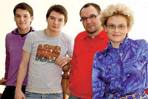 Елена Малышева мечтает о свадьбе для младшего сына