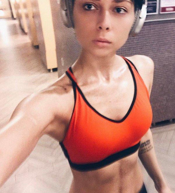 Настасья Самбурская выглядит чересчур худой