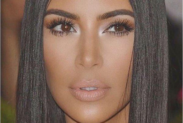 Ким Кардашьян покрасила волосы в необычный цвет