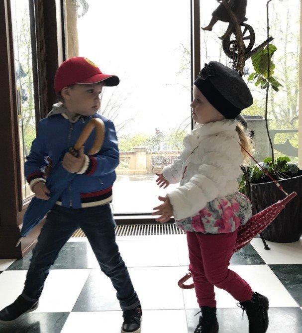 Максим Галкин очаровал фотографиями подросших Гарри и Лизы