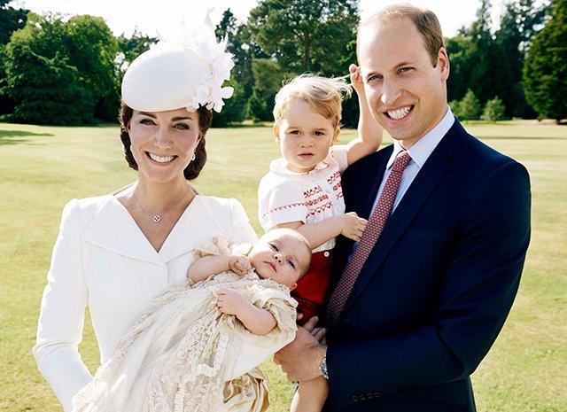В сети появился новый снимок Кейт Миддлтон и принца Уильяма в компании детей