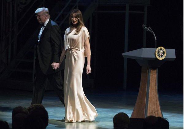 Платье Мелании Трамп вызвал шквал критики