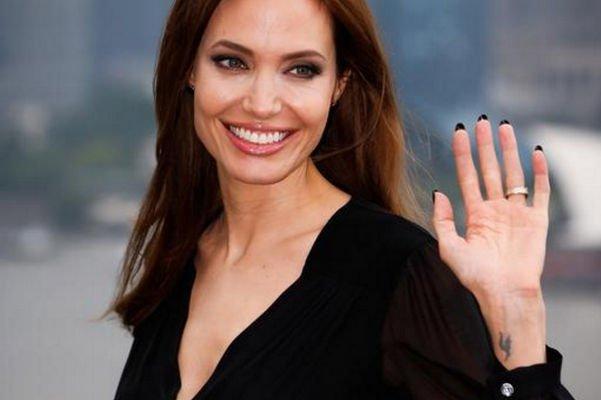 Соседство с Анджелиной Джоли не устраивает ее новых соседей